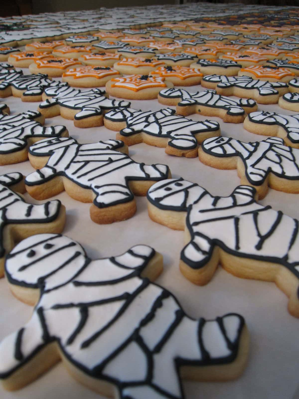 Mummy decorated frosted cookies