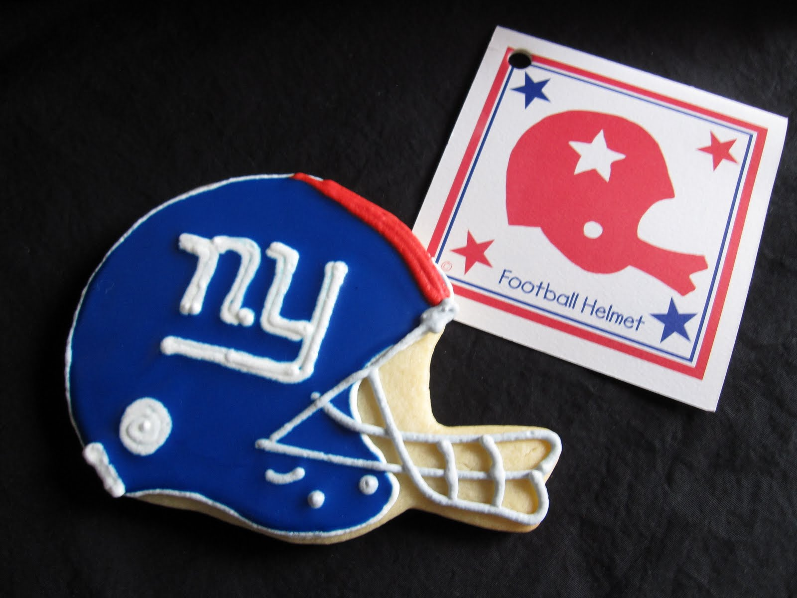 NY Giants helmet cookie
