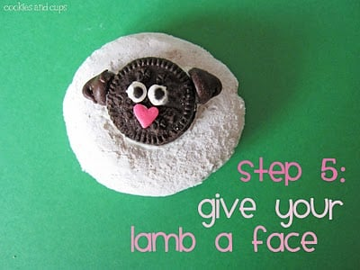 The Body and Face of an Easter Sheep Cupcake Topper