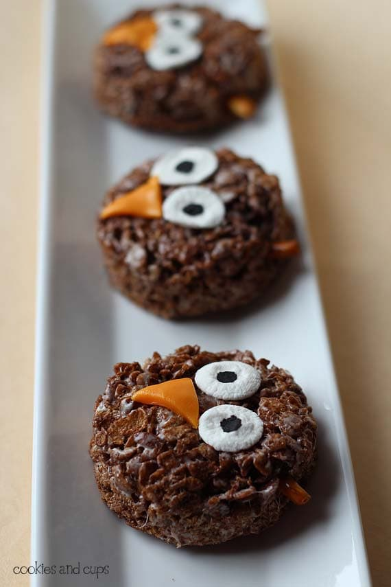 halloween food gift: pider and owl krispie treats
