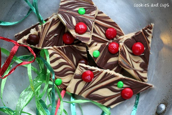 Peanut Butter M&M Bark from Cookies and Cups on @KatrinasKitchen