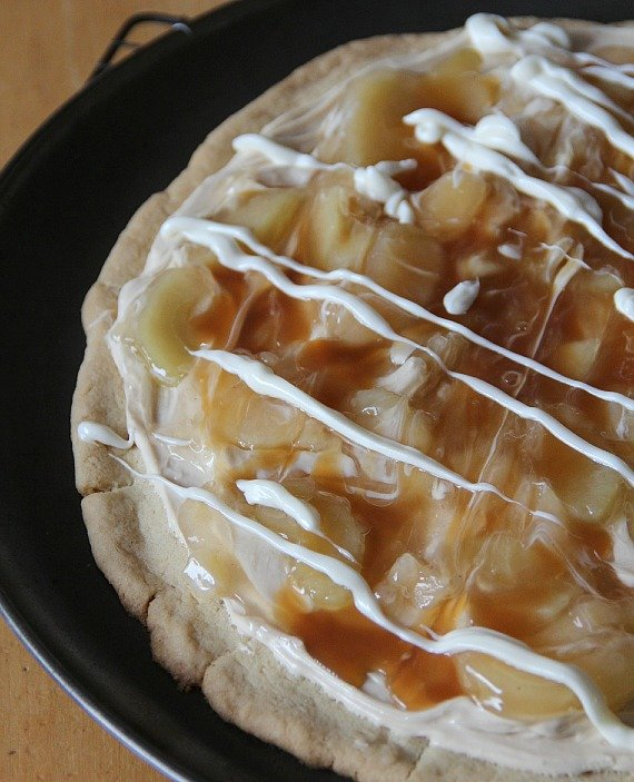 Top view of caramel apple pizza