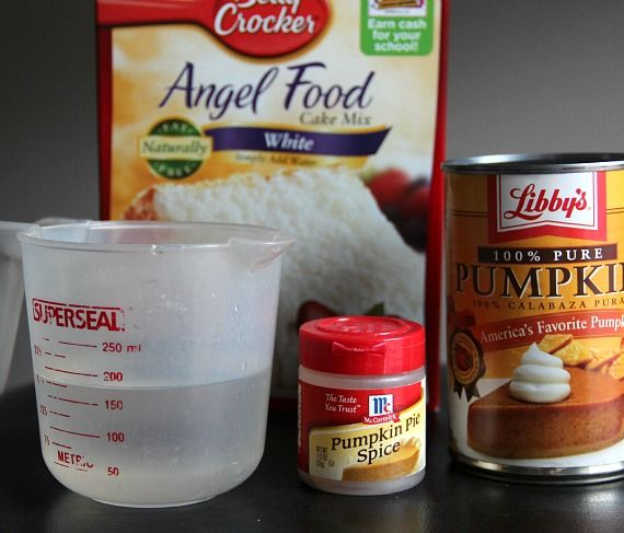 Ingredients for pumpkin bars, including angel food cake, canned pumpkin, pumpkin pie spice and water