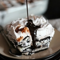Oreo Icebox Cake ~ A simple 3 ingredient dessert that everyone will love! www.cookiesandcups.com