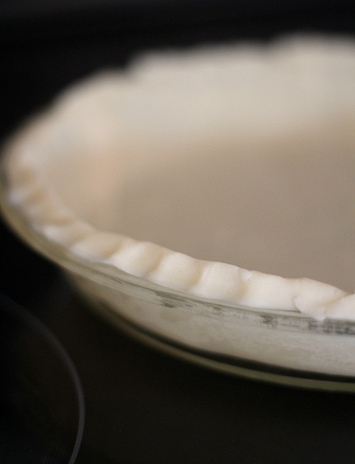 Unbaked pie crust with fluted edges in a pie plate
