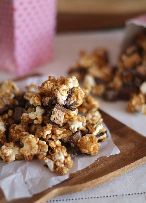 Whatchamacallit Popcorn | Cookies and Cups