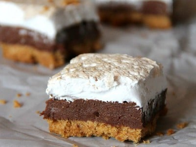 S'mores Fudge Bars | Cookies and Cups