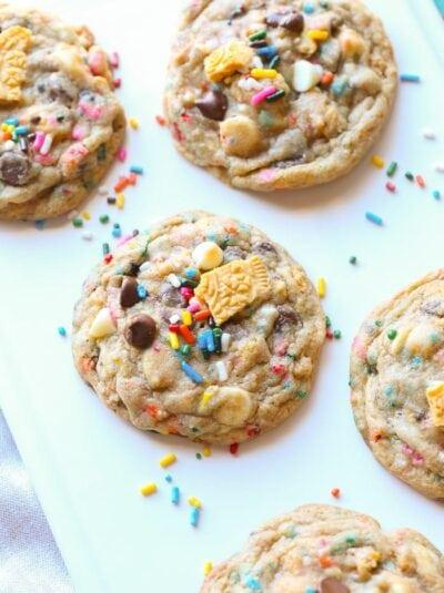 Birthday Cake Chocolate Chip Cookies...loaded with chocolate, cake mix AND Oreos! | Cookies and Cups
