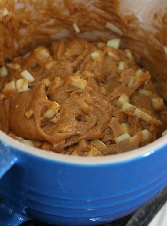 Pumpkin Apple Muffins | www.cookiesandcups.com