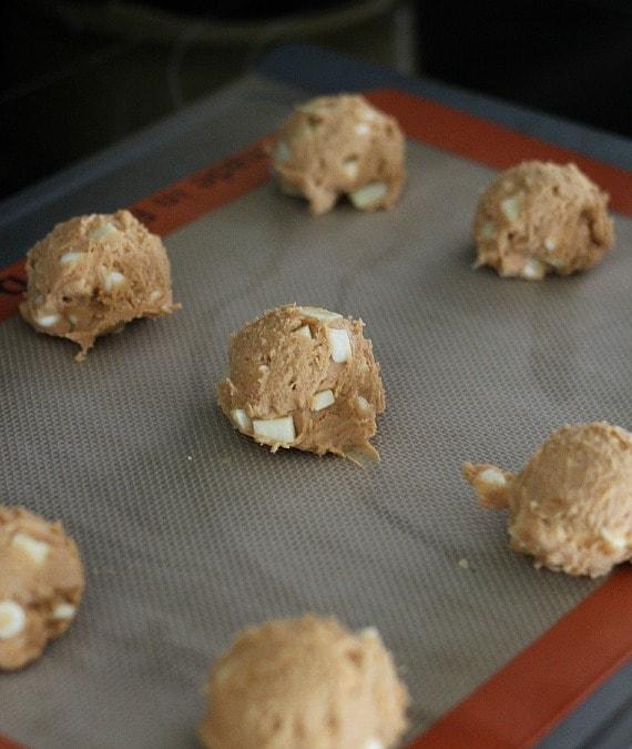 Butterscotch Apple Pudding Cookies   www.cookiesandcups.com