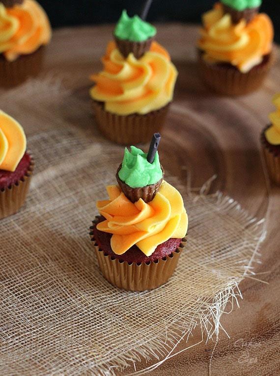Halloween Cauldron Cupcakes | www.cookiesandcups.com