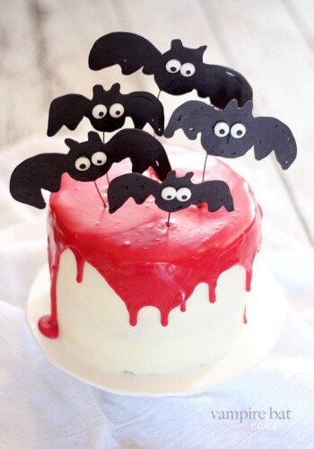 Vampire Bat Cake | www.cookiesandcups.com