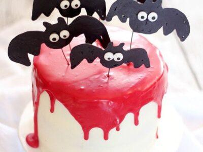 Vampire Bat Cake   www.cookiesandcups.com