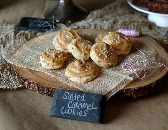 Salted Caramel Pretzel Cookies | www.cookiesandcups.com