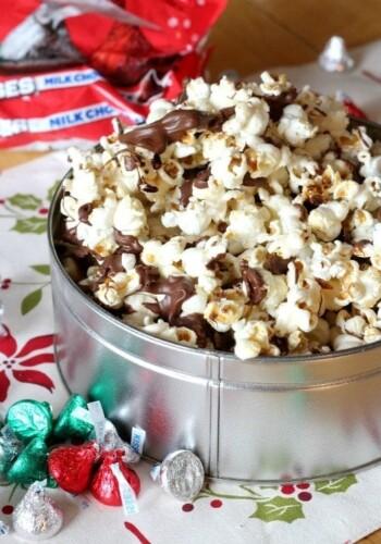 Hershey Kiss Milk Chocolate Kettle Corn | www.cookiesandcups.com