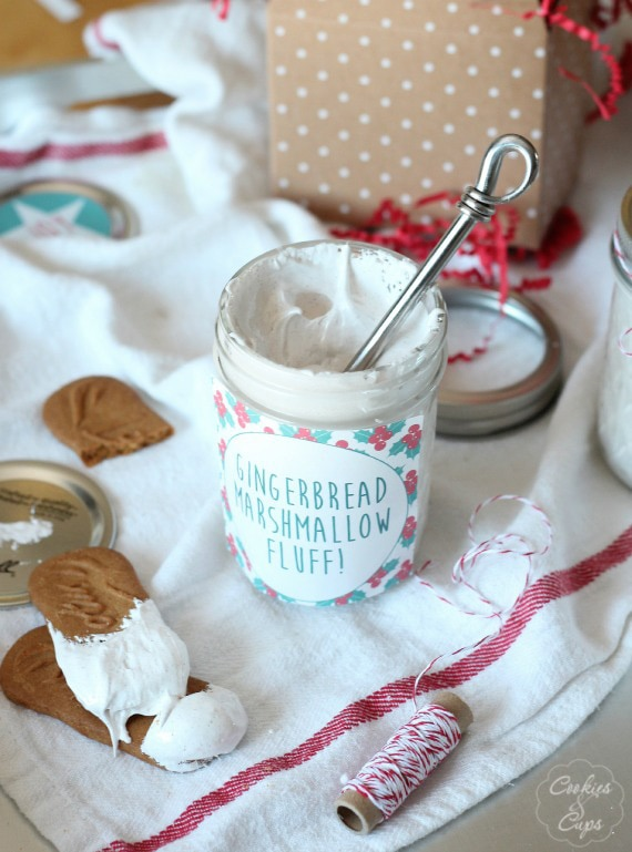Homemade Gingerbread Marshmallow Fluff | www.cookiesandcups.com