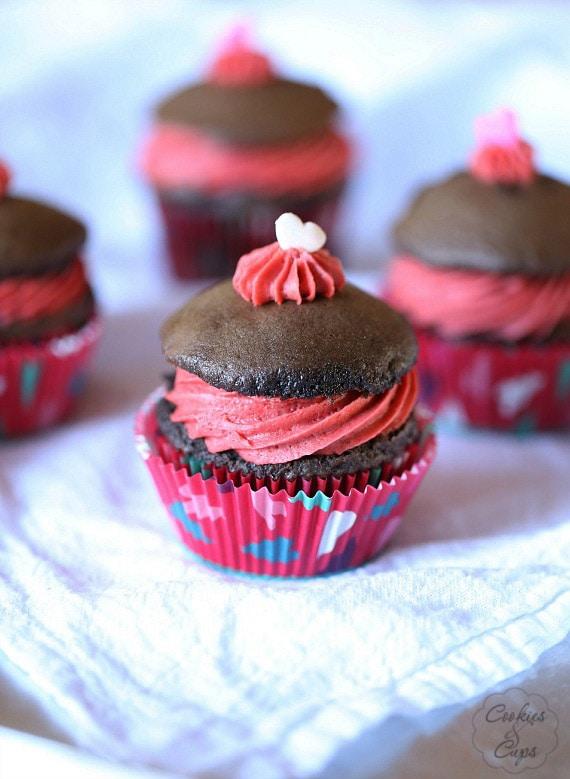 Whoopie Pie Cupcakes with Red Velvet Frosting | www.cookiesandcups.com