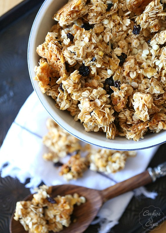 Snacking Granola Clusters | www.cookiesandcups.com
