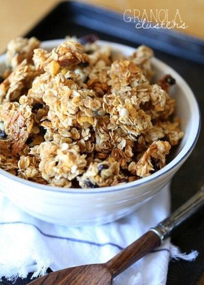 Snacking Granola Clusters | www.cookiesandcups.com