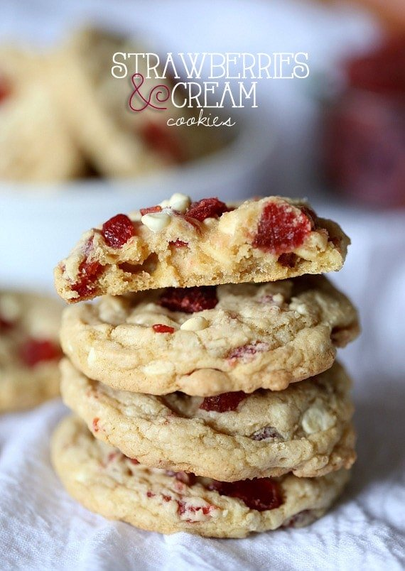 Strawberries and Cream Cookies ~ www.cookiesandcups.com #cookies #recipe #strawberry