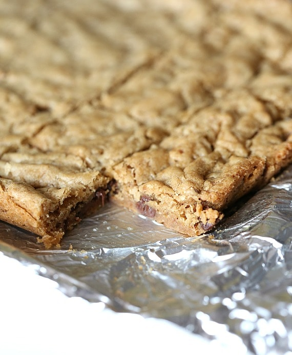 The BEST blondie recipe ever! www.cookiesandcups.com