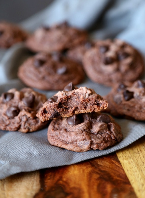 LOve these SUPER soft chocolate pudding cookies!!