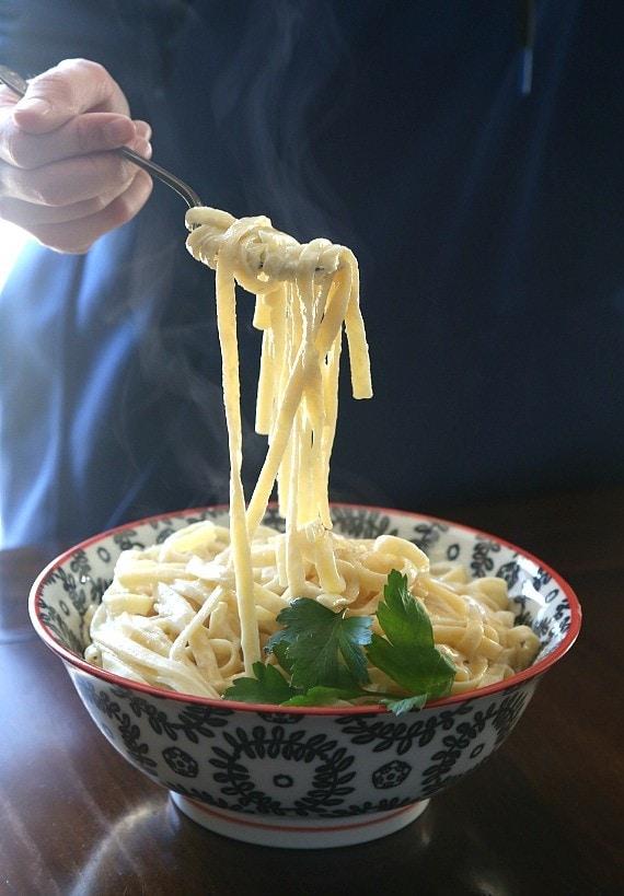 Easy Fettuccini Alfredo Recipe with creamy Alfredo Sauce