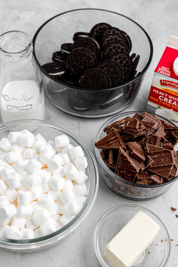 Ingredients for marshmallow chocolate pie.