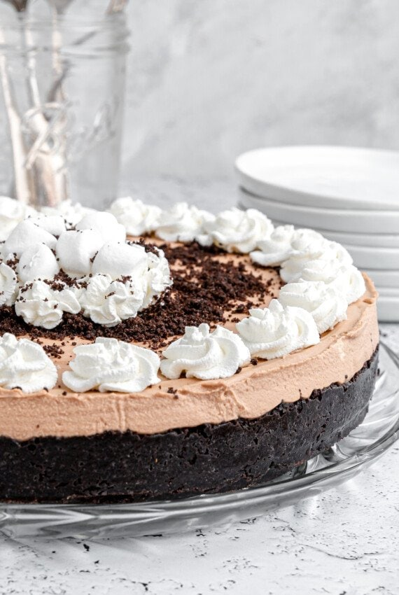 Marshmallow chocolate filling on top of Oreo crust.