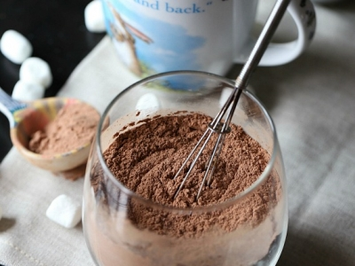 Homemade Hot Chocolate Mix. So easy and super chocolaty!