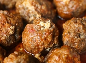 Slow Cooker Cheesy Ricotta Stuffed Meatballs