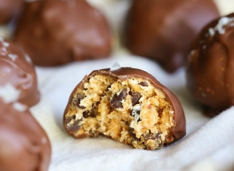 Salty Peanut Butter S'mores Truffles...super simple and outrageously delicious!