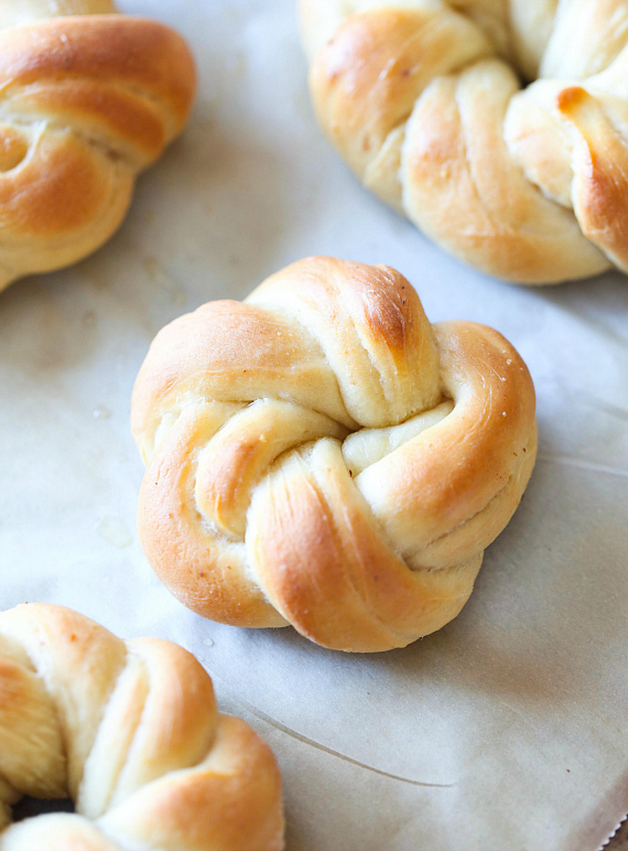 Perfect Garlic Knots - Cookies and Cups