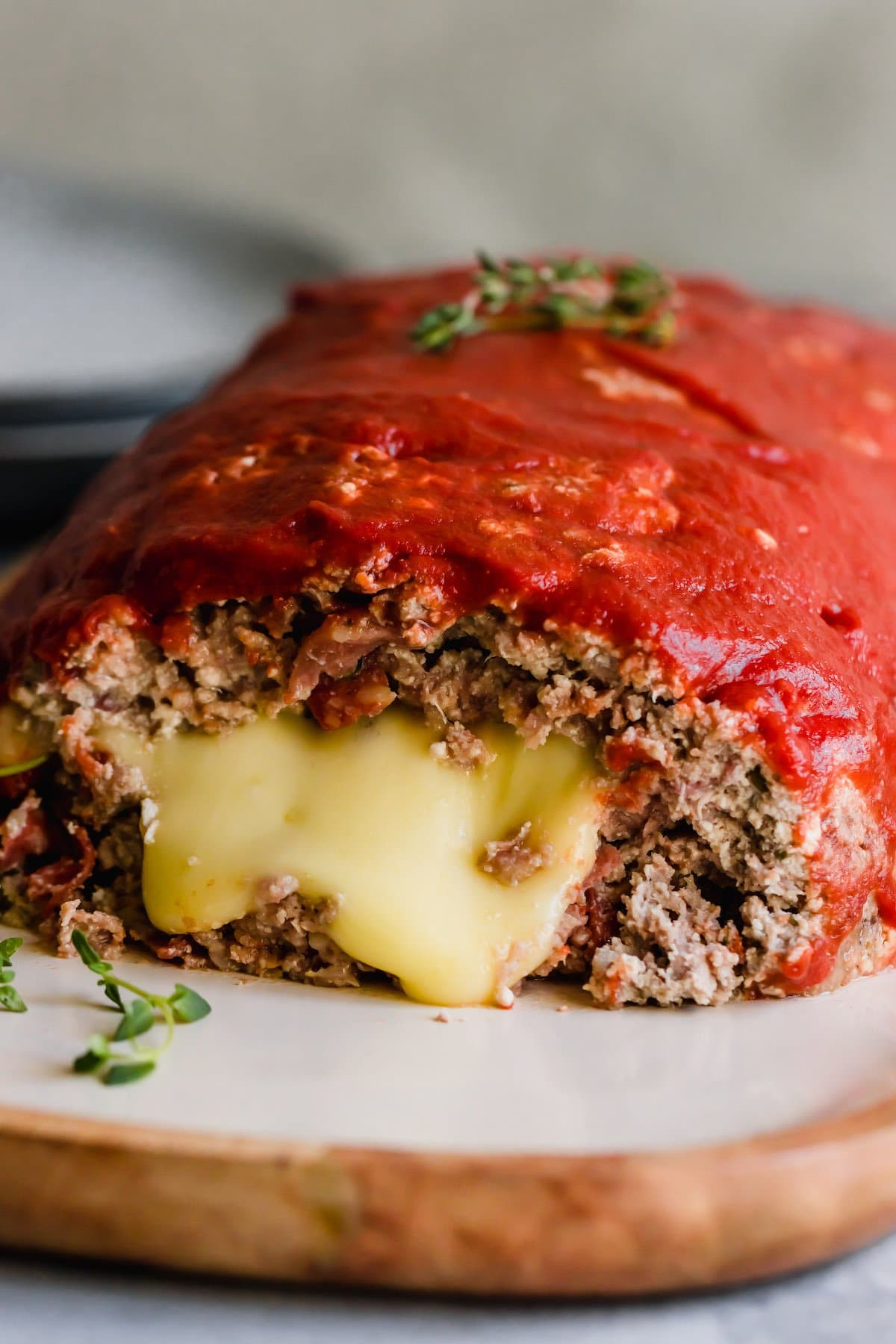 Pizza meatloaf filled with mozzarella cheese.
