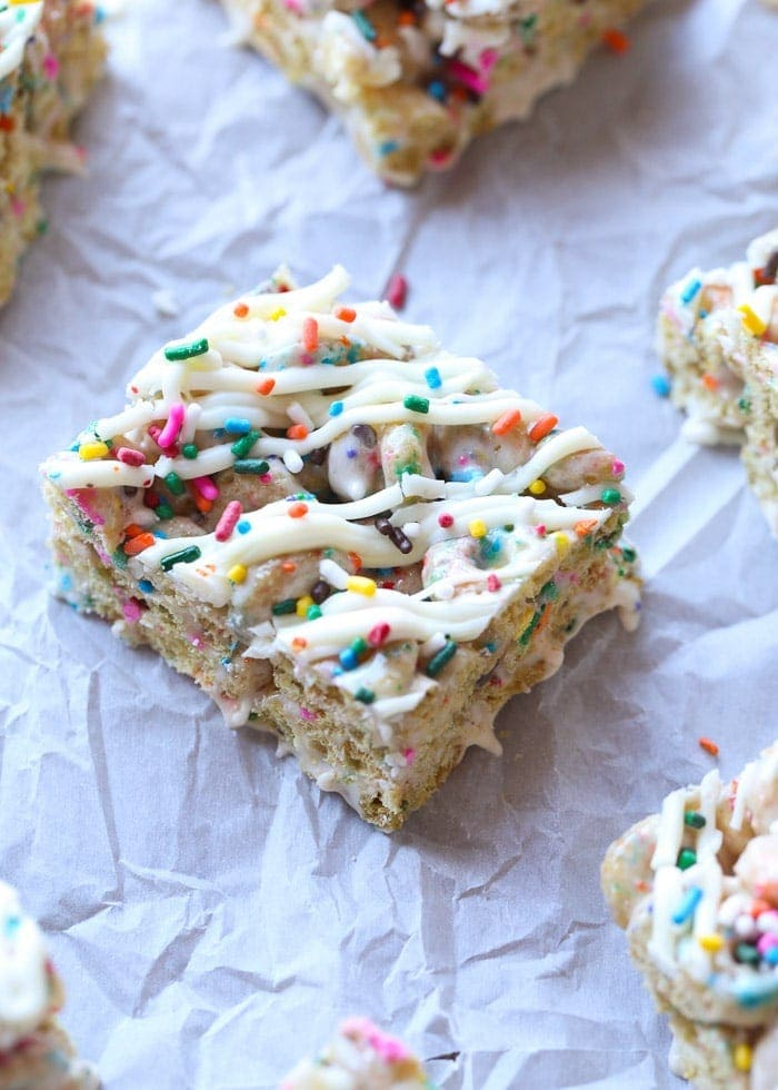 Sprinkle Donut Marshmallow Squares are adorable, gooey and totally fun!