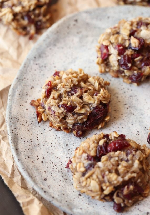 SUPER simple and HEALTHY Banana Oat Cookies. Mix and Match add-ins to suit your taste and no added sugar or flour. LOVE these for a quick snack or breakfast!