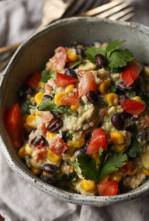 Southwestern Quinoa Salad! Such a perfect lunch or light dinner option...packed with protein!