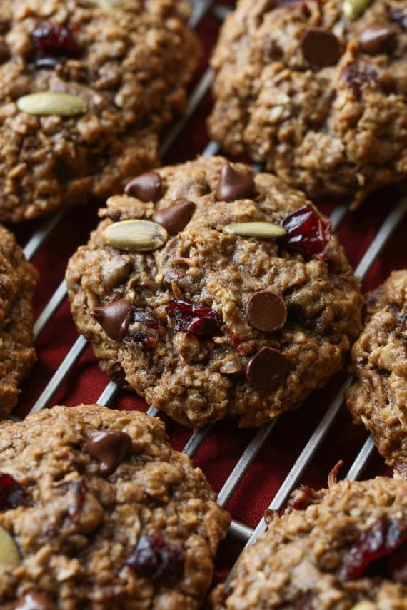 Autumn Spice Cookies are packed with oats, pumpkin seeds, chocolate chips, Craisins, and pumpkin spice! Autumn in every bite!