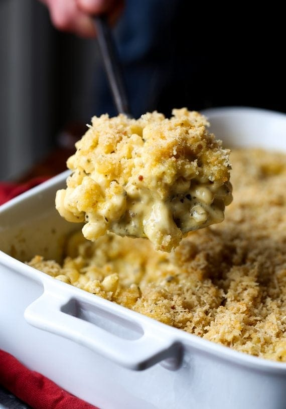 Pesto Mac and Cheese! A super easy dinner recipe, with loads of flavor!