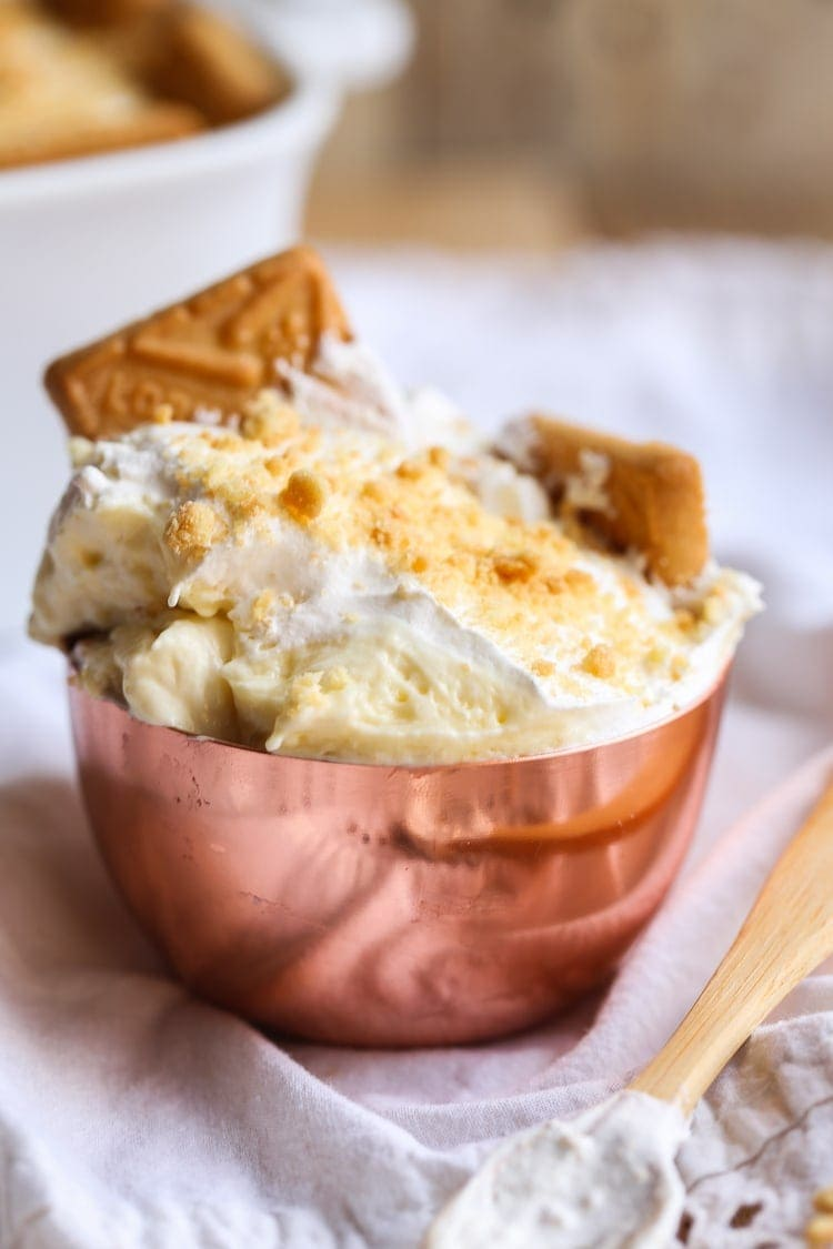 Picture of a bowl filled with banana pudding
