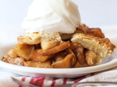 Apple Pie Recipe topped with ice cream