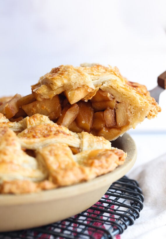 Apple pie being served