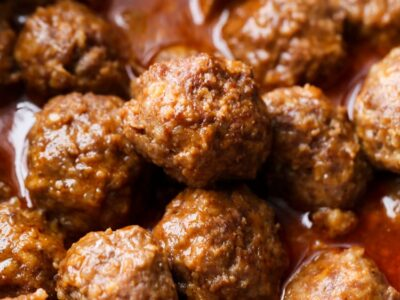 Crockpot Meatballs in the slow cooker with sauce