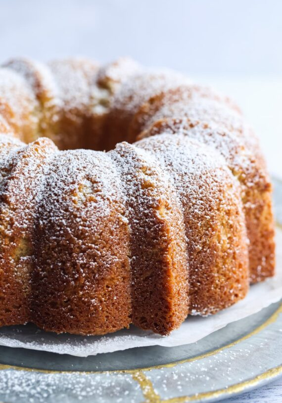 Pound Cake dusted in powdered sugar