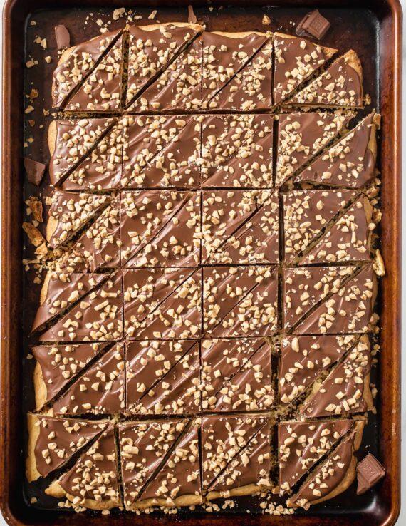 Biscuits aux amandes et roca coupés en triangle
