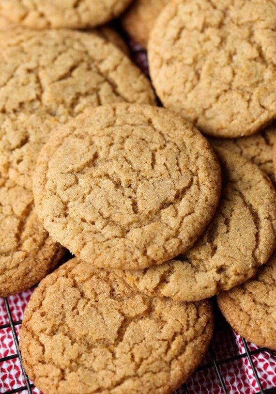 Cinnamon Crackle Cookies on a wire rack