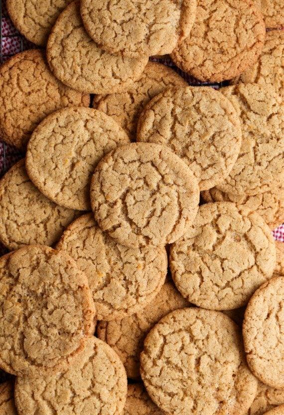 A pile of Crispy Cinnamon Cookies